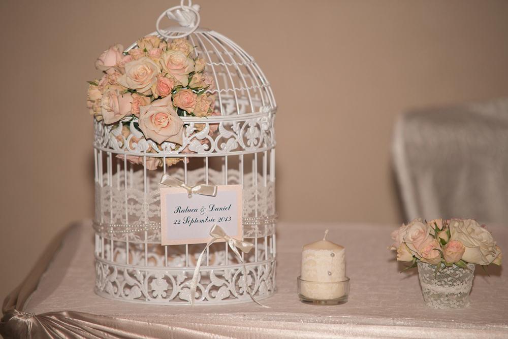 Colivie aranjament floral trandafiri miniroze