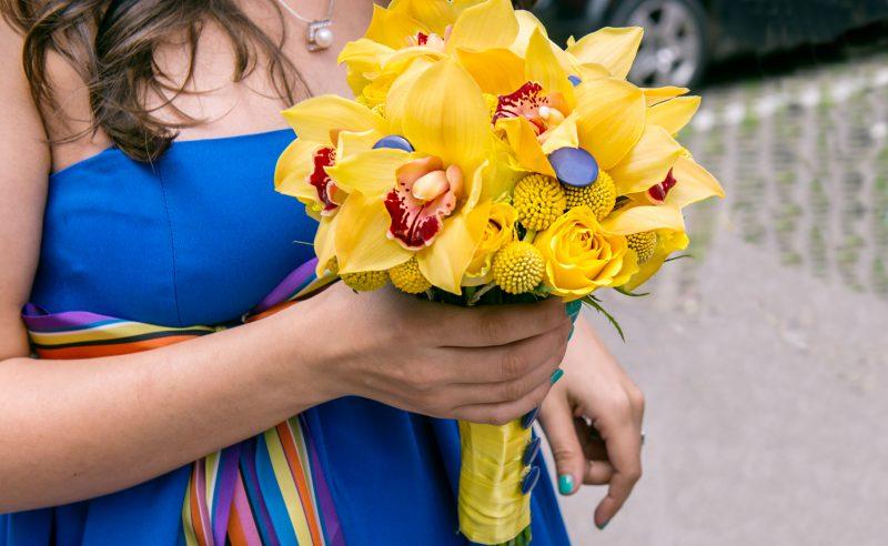 buchet trandafiri orhidee galbene craspedia