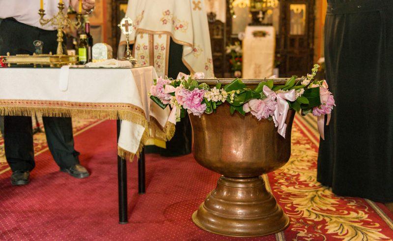decor cristelnita trandafiri bujori roz vuvuzela mathiola somon