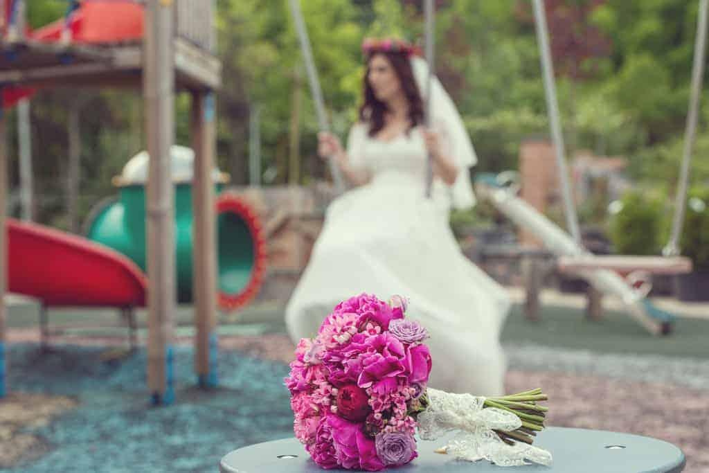 buchet mireasa bujori fucsia miniroze roz mov piano rosii bouvardia roz