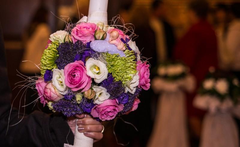 Lumanare de botez trandafiri lisianthus trachelium crizanteme