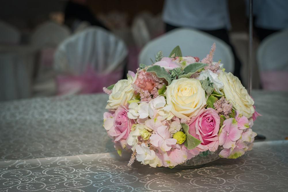 Aranjament floral hortensii trandafiri lisianthus astilbe
