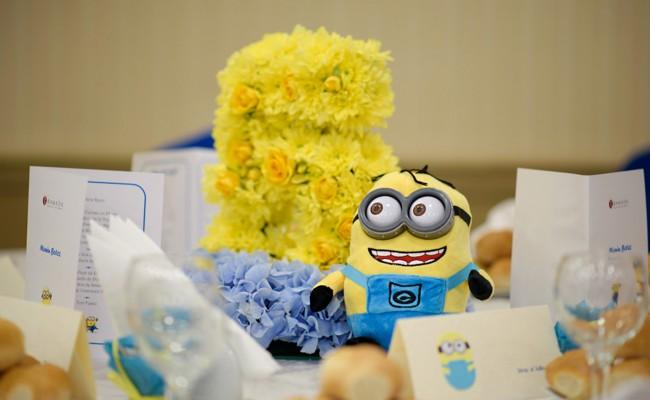 Aranjament floral botez tematic Minions