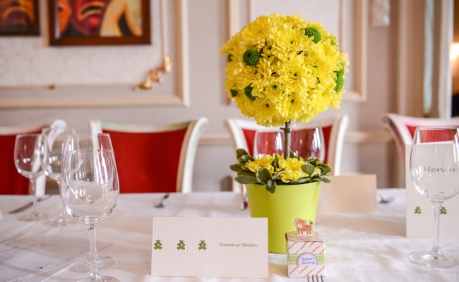 aranjament floral botez copacel floral crizanteme galbene santini