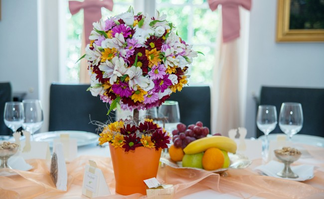 aranjament copacel floral crizanteme roz portocalii visinii mov lisianthus alb