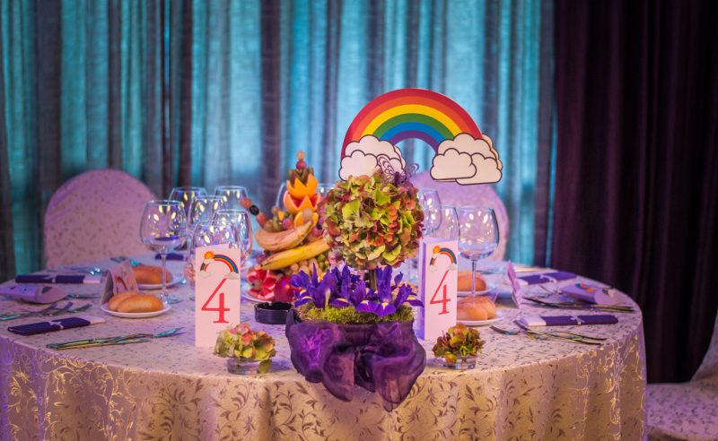 aranjament floral botez Rainbow hortensii verzi irisi mov