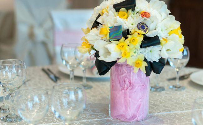 aranjament-floral-botez-alb-roz