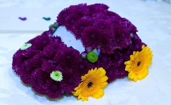 aranjament-floral-botez-masinuta-mov