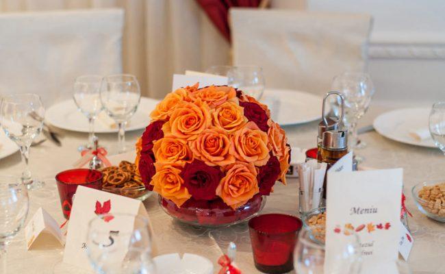aranjament-floral-botez-trandafiri-rosii-portocalii