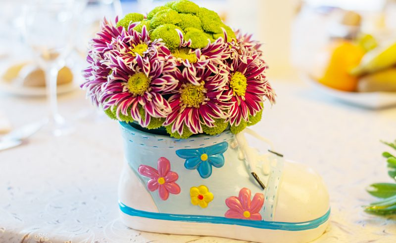 aranjament floral botez papucel crizanteme santini