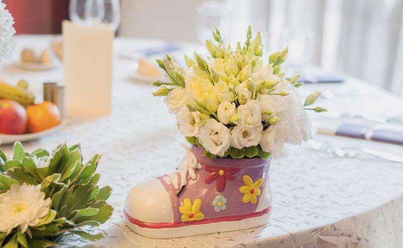aranjament floral botez papucel santini lisianthus alb