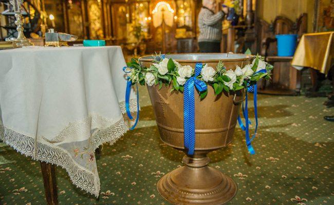 decor cristelnita trandafiri miniroze albe trachelium eryngium albastru