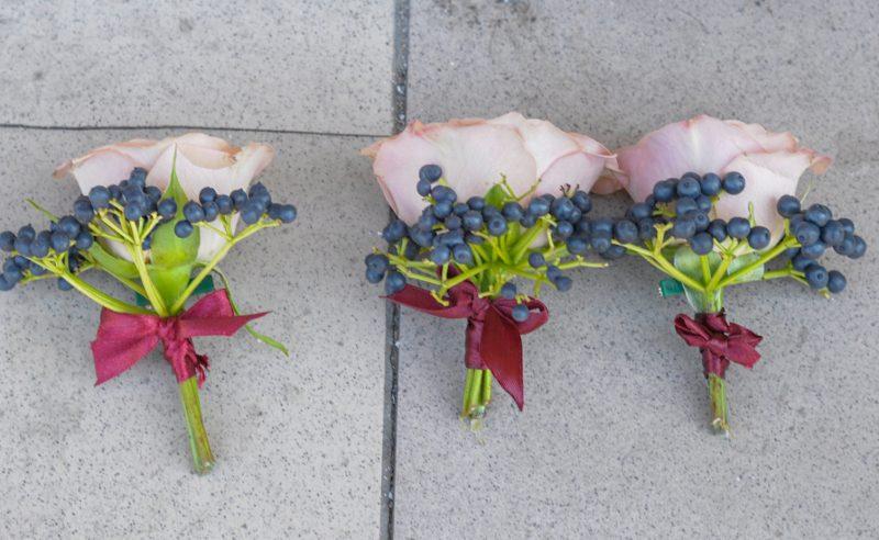 cocarde trandafiri mov viburnum berries