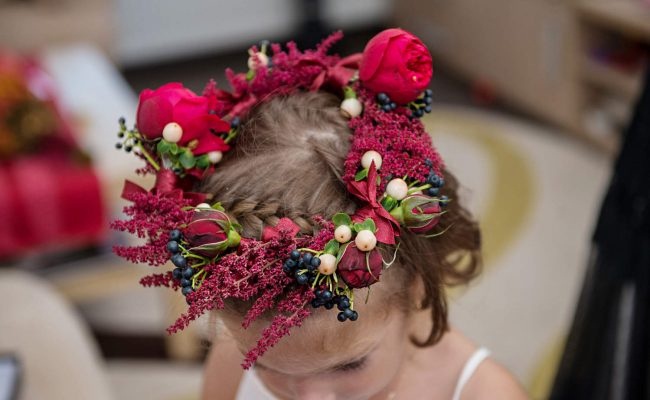 coronita florala miniroze astilbe visinii viburnum berries hypericum crem piano